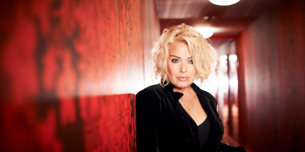 "Kim Wilde has a Close Encounter, releases ""Aliens"""