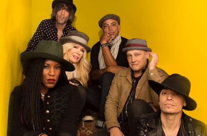 Heart's Nancy Wilson premieres new band Roadcase Royale